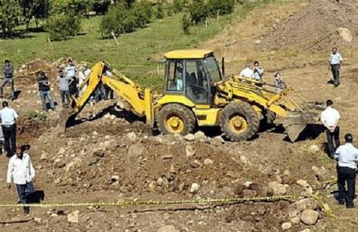Urfa Siverek'te bir inşaat alanında ortaya çıkan toplu mezarda bulunan insan kemikleri adli tıpa gönderildi.