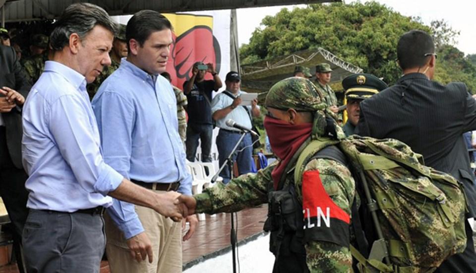 kolombiya-devlet-baskani-santos-silah-birakan-militanlarin-elini-sikti,t7VkbxU-r0yaJgcq0Mas3w