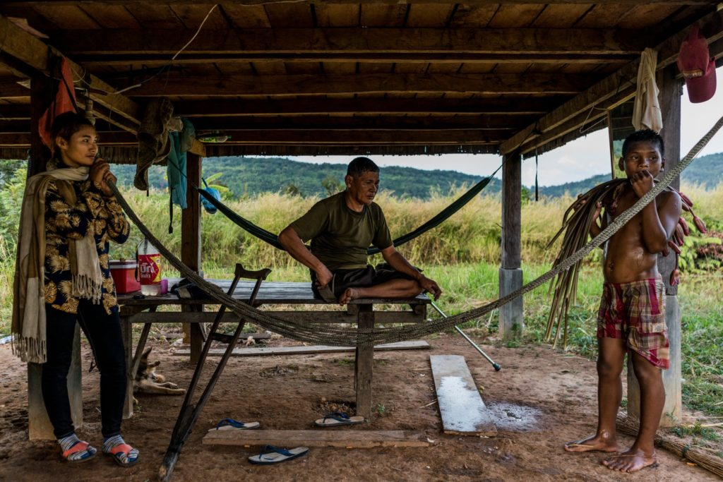 58 yaşındaki Yor Yeourt, sağ bacağını bir kara mayını patlamasında kaybetmiş. Radikal Komünist hareket 1979'da Phnom Penh'ten sürüldükten sonra hareketin son sığınağı haline gelen Anlong Veng'de yaşıyor. Adam Dean/The New York Times