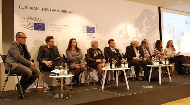 10 Aralık 2018 İnsan Hakları Günü'nde Berlin'de düzenlenen forumun katılımcıları