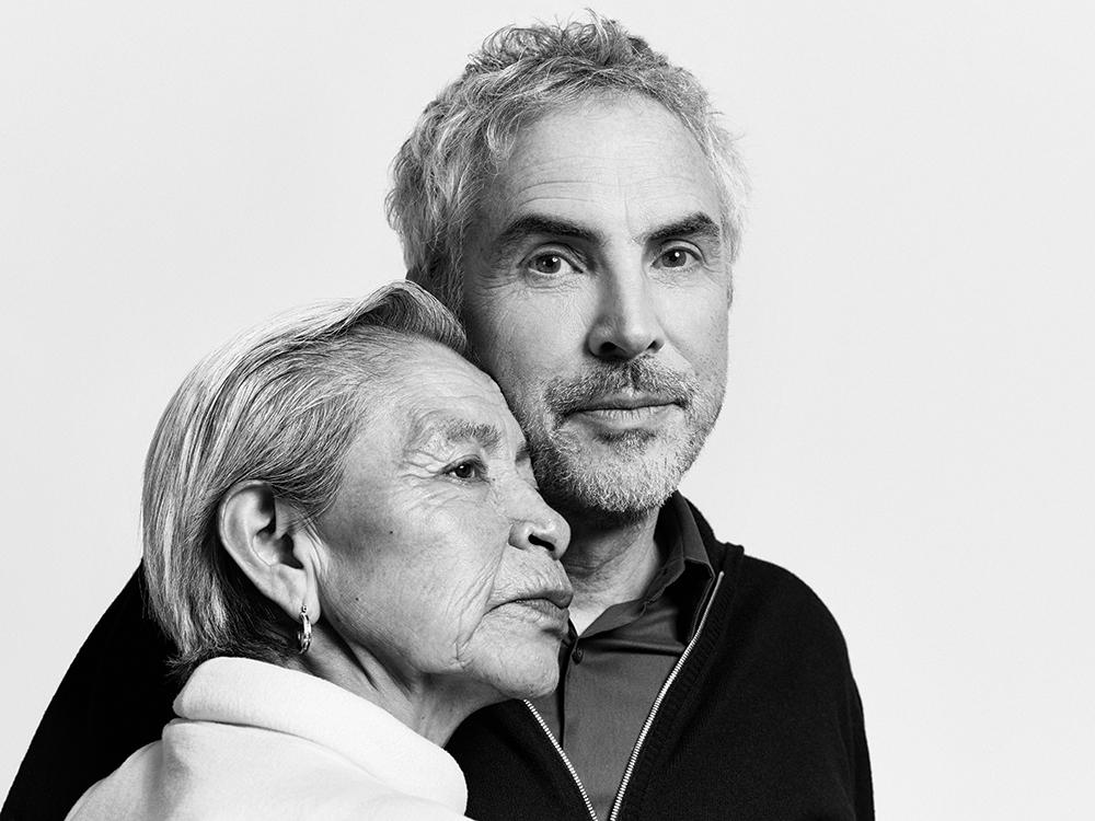 Cuaron gerçek hayattaki dadısı Liboria (Libo- filmde Cleo) Rodriguez ile. (Foto: Peter Hapak/Netflix)
